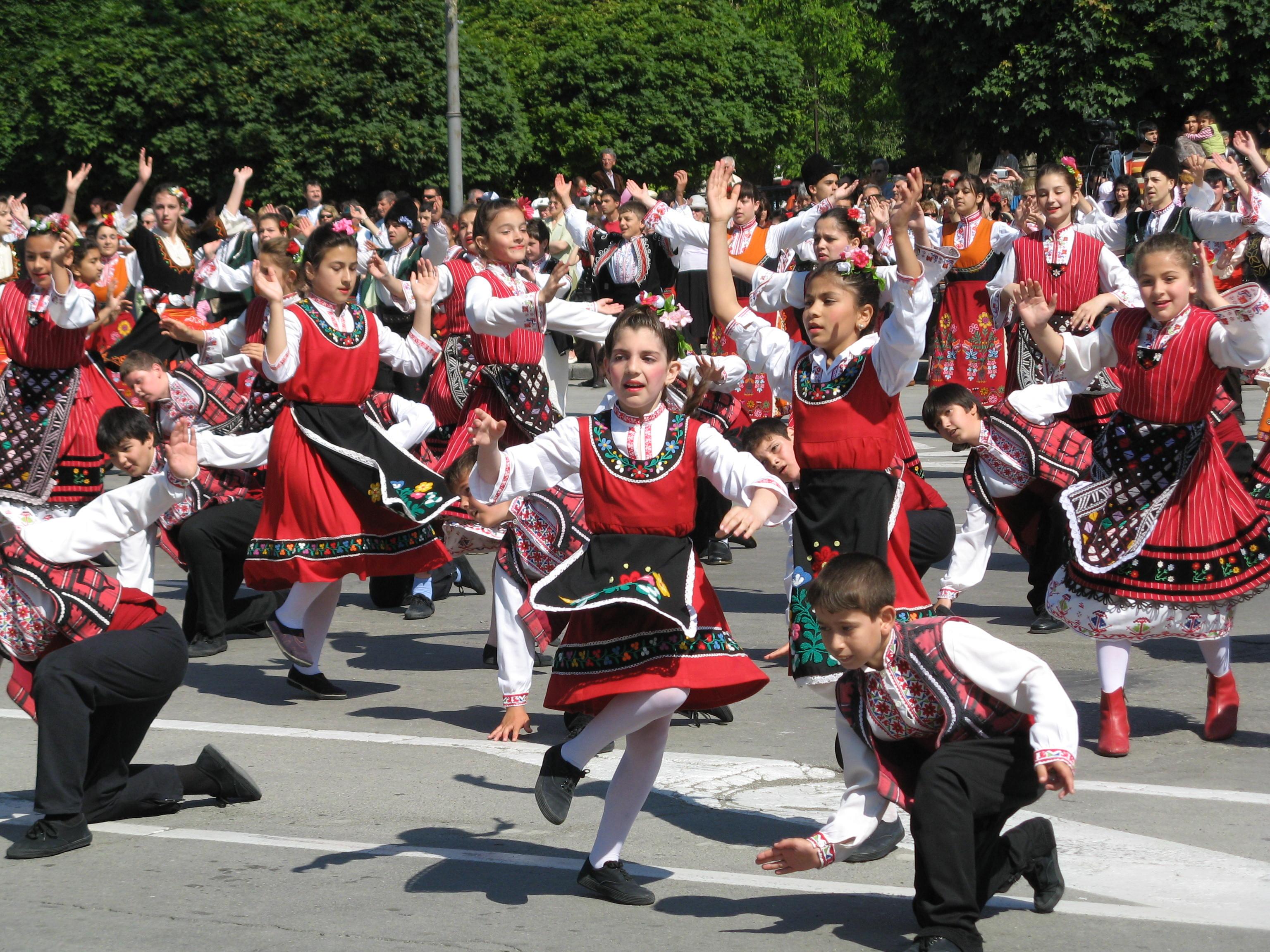 Предлагам ви 50 картички, с които да поздравите истинските българи за 3 март - националният празник на българия